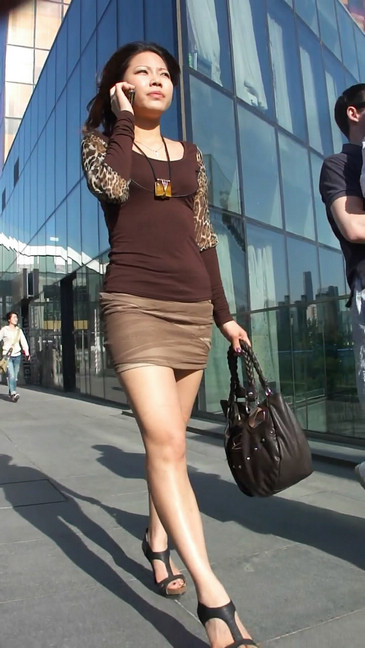 轻熟女超短裙翘臀的魅惑37