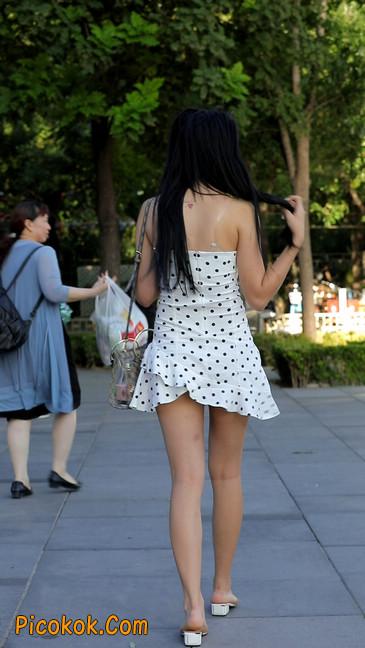 美女穿这么性感出门,真的会浮想翩翩的13
