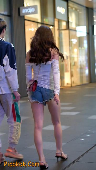 极品紧牛热裤,美女可太敢穿了9