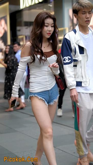 极品紧牛热裤,美女可太敢穿了15